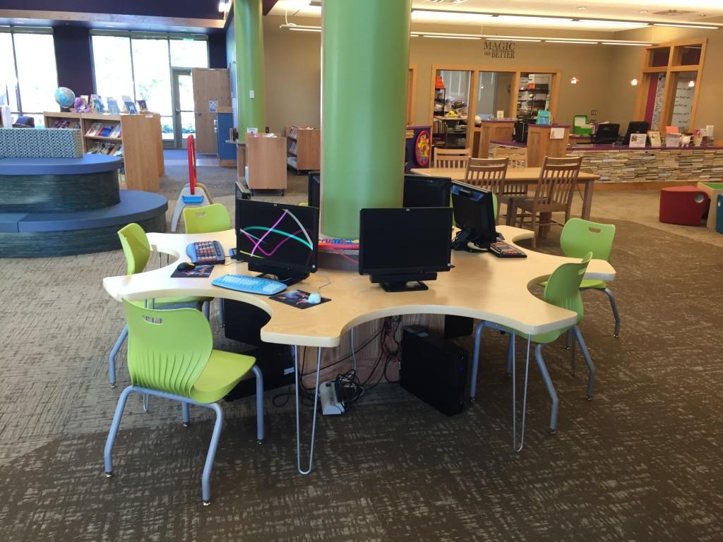 Marshall-Lyon Library - Computer desk