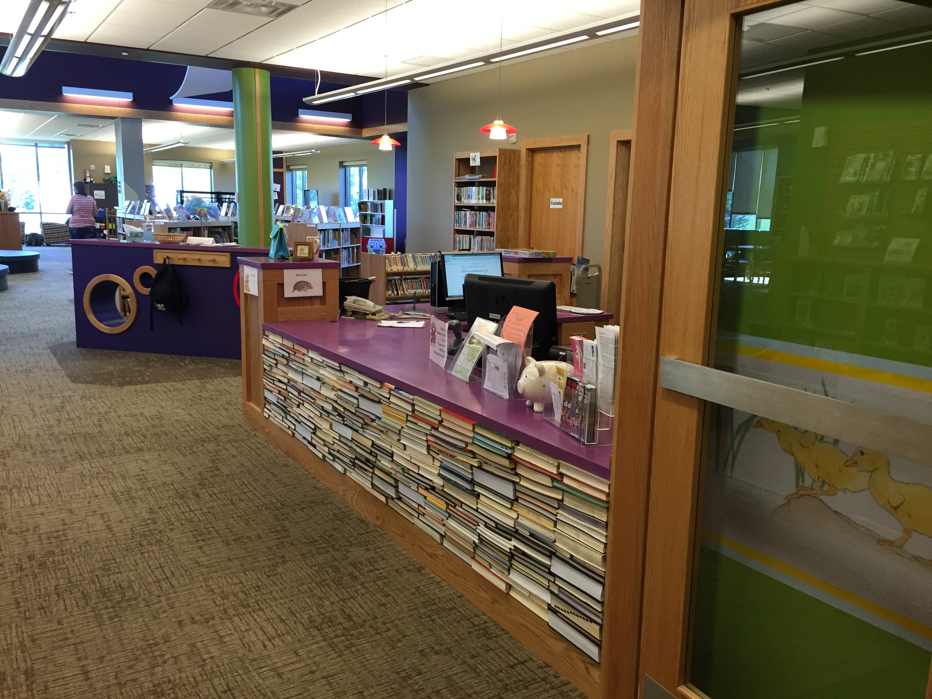 Marshall-Lyon Library - Welcome desk